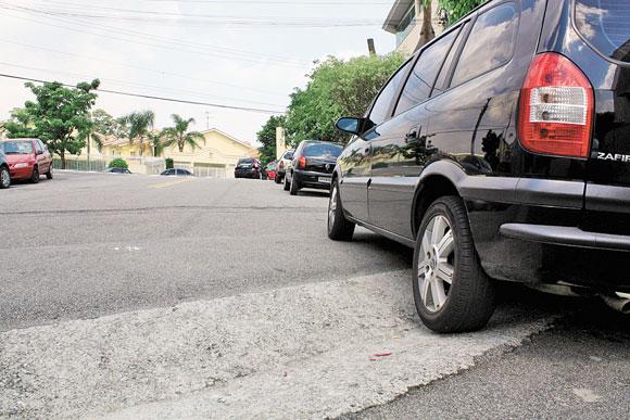 JARDIM TÊXTIL – Sarjetão 'sacode' motoristas