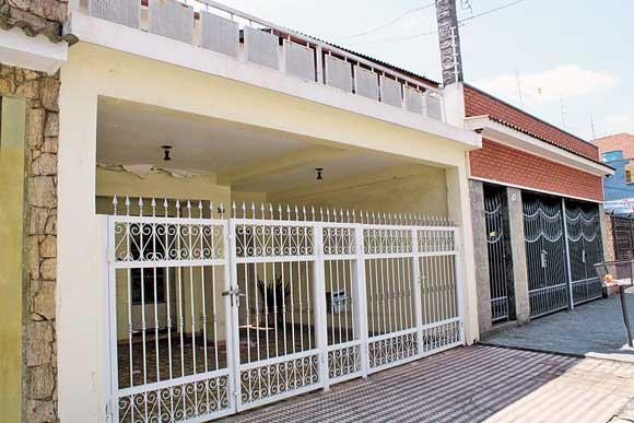 PARQUE SÃO JORGE – Casa fechada preocupa