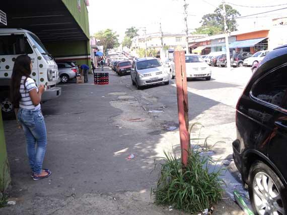 PONTOS DE ÔNIBUS – Passageiros sofrem sem abrigo