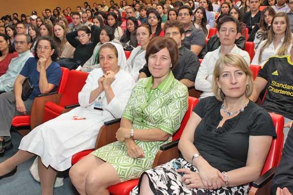 Curso de medicina promete atendimento humanitário