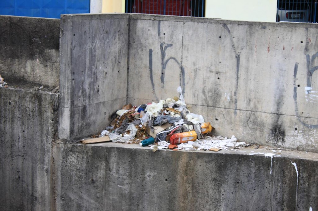 CÓRREGO MARANHÃO: Limpeza diária é insuficiente