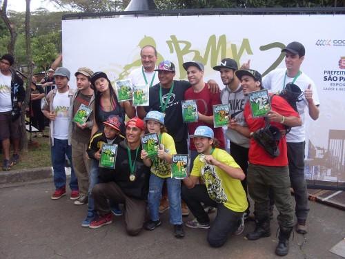 Esportes radicais: PET Anália Franco recebe show de bicicleta e patins