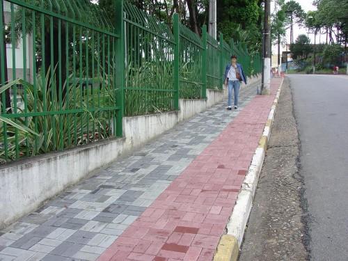 Calçada do Tatuapé: Subprefeitura concreta e não opta pelo piso intertravado