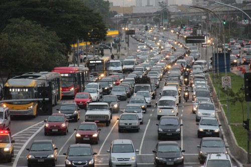 Trânsito: Expandir o horário do rodízio é a solução?