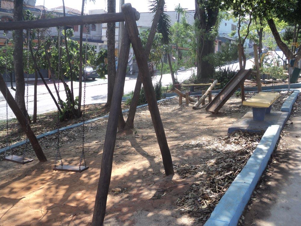CANGAÍBA – Praça requer manutenção