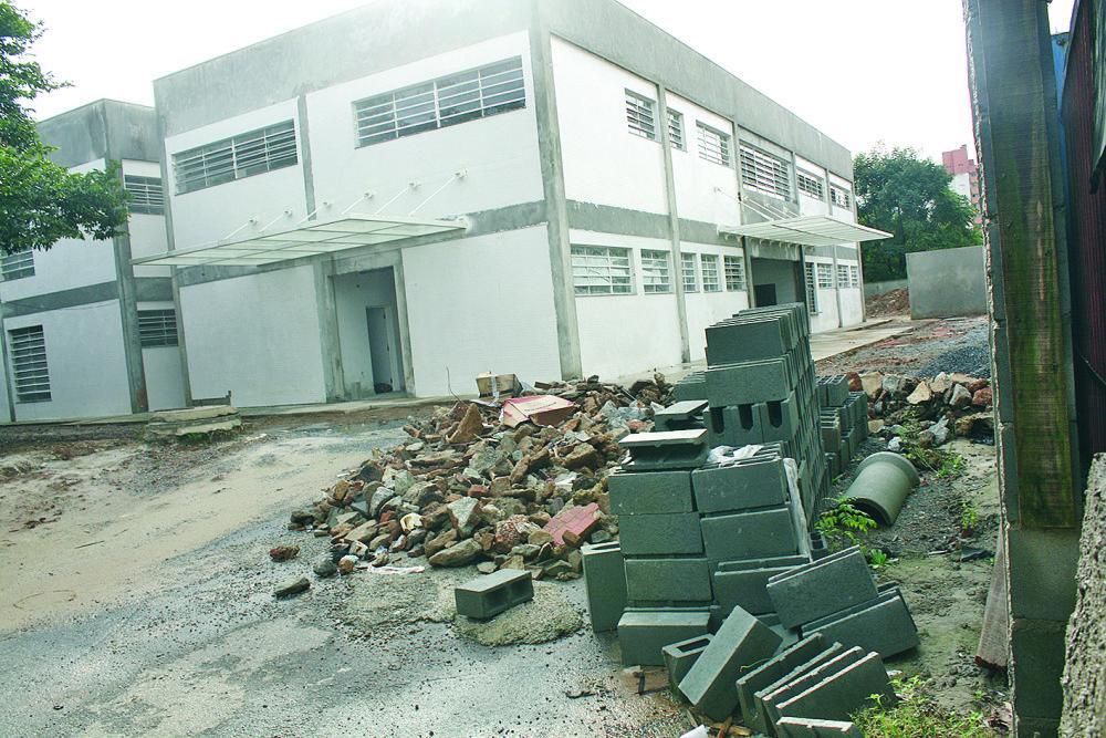 UBS Vila Esperança: com prédio quase concluído, obra está parada