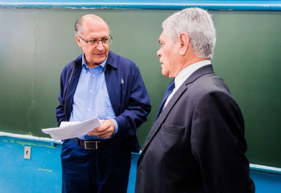 Pintura na EE Carlos Escobar traz Alckmin ao Tatuapé