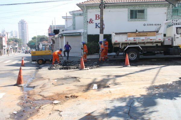 Rua Emílio Mallet segue parcialmente interditada