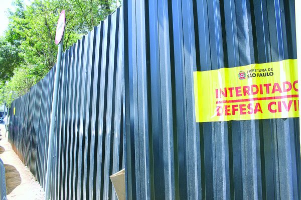 Defesa Civil interdita muro no Tatuapé