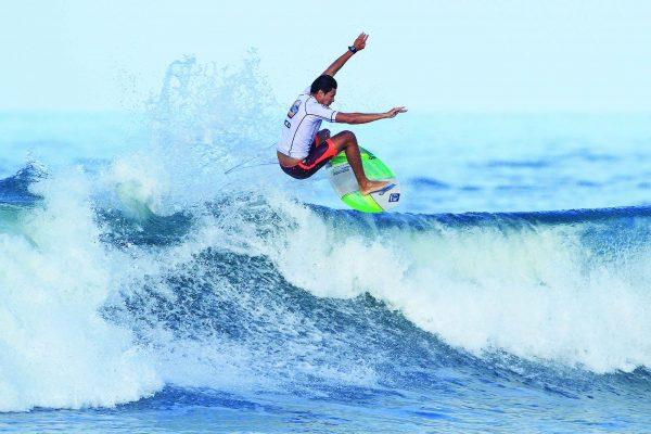Penha – Thiago Meneses é surfista revelação