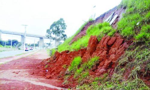 Terreno desbarranca em Itaquera