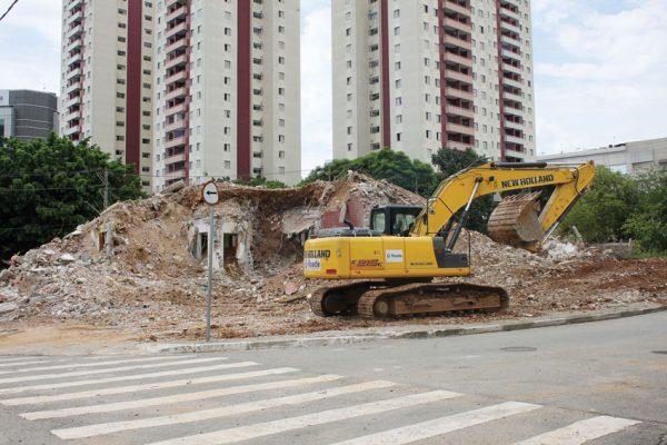 Moradores se preocupam com a segurança de terrenos