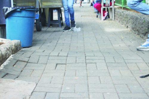 Rua Síria: problemas colocam pedestres em risco