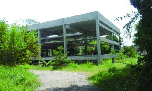 Moradores pedem retomada das obras do Território CEU