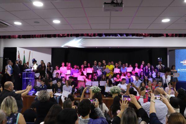Colégio Drummond: alunos recebem Certificado de Cambridge