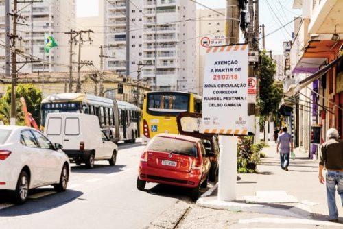 Avenida Celso Garcia – Trânsito está caótico