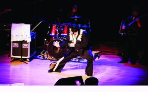 Show 'Elvis Lives' no Teatro Gazeta