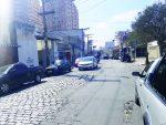 Serra de Botucatu: Rua tem asfalto e paralelepípedo
