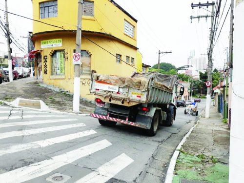 CET – Caminhão da Prefeitura não respeita placa