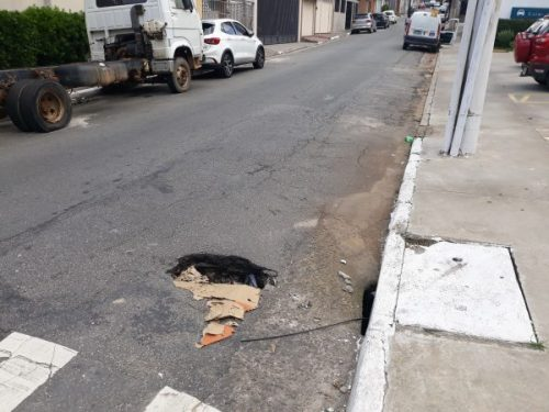 Rua Aralu, no Tatuapé, requer atenção